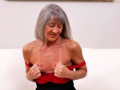 Usa aged lady fingering herself