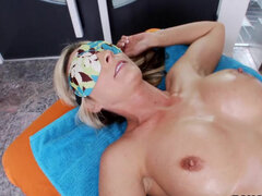 Masseur loosens every part of Sindy Lange' body including the pussy