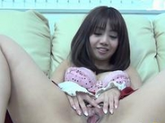 Asiatic teen rubs closeup