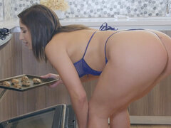 Burgeoning Brunette With Big Ass Deepthroats Phenomenal Cock