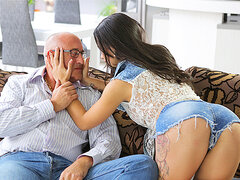 OLD4K. Unsatisfied chick motivated old dad to drill...