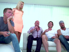 Blonde nymphomaniac presents her pussy and mouth to friends