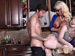 Dolly Leigh & Alura Jensen shares a big blowjobs it down