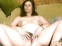Annette van de Venn is gaping her drenched pussy on the sofa