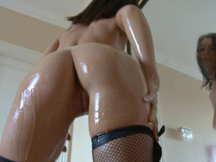 Solo Russian beauty oils up her amazingly hot body